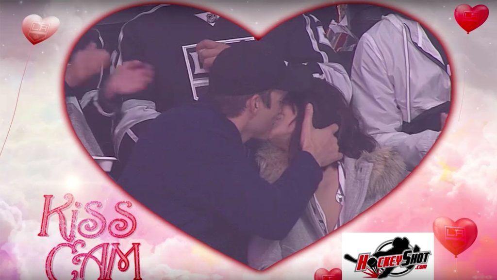 Ashton Kutcher Mila Kunis kiss camhttps://www.youtube.com/watch?v=Y7yrNgb5nAQCredit: LA Kings/Youtube
