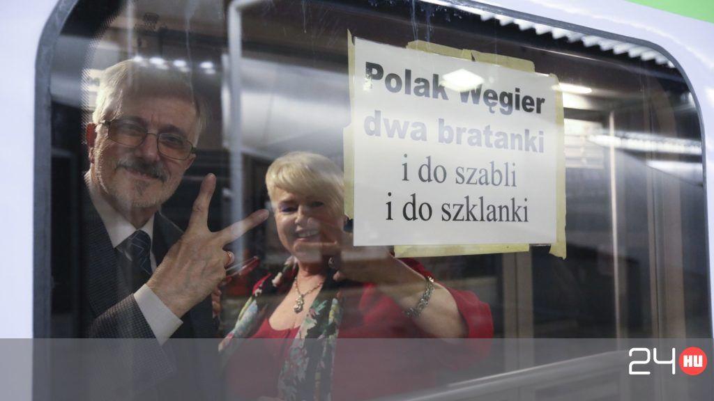 Elindultak a lengyelek a Békemenetre