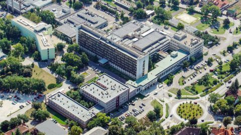 Debrecen, 2017. augusztus 17.        A Kenézy Gyula Kórház és Rendelõintézet épületei. MTVA/Bizományosi: Oláh Tibor  *************************** Kedves Felhasználó! Ez a fotó nem a Duna Médiaszolgáltató Zrt./MTI által készített és kiadott fényképfelvétel, így harmadik személy által támasztott bárminemû – különösen szerzõi jogi, szomszédos jogi és személyiségi jogi – igényért a fotó készítõje közvetlenül maga áll helyt, az MTVA felelõssége e körben kizárt.