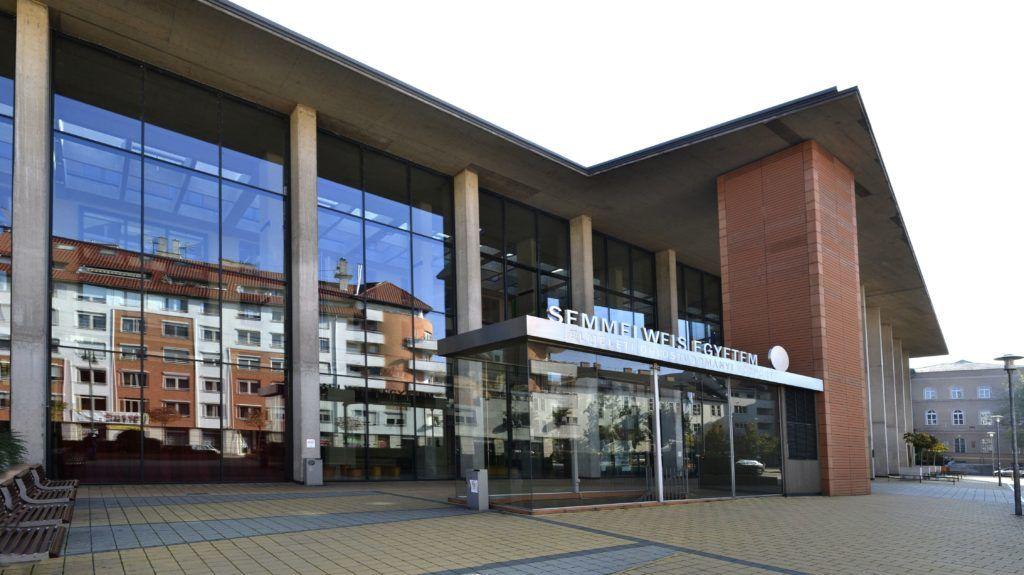 Budapest, 2015. október 24. A Semmelweis Egyetem Elméleti Orvostudományi Központ épületének homlokzata a fõváros IX. kerületében, a Thaly Kálmán utcában. MTVA/Bizományosi: Róka László  *************************** Kedves Felhasználó! Ez a fotó nem a Duna Médiaszolgáltató Zrt./MTI által készített és kiadott fényképfelvétel, így harmadik személy által támasztott bárminemû – különösen szerzõi jogi, szomszédos jogi és személyiségi jogi – igényért a fotó készítõje közvetlenül maga áll helyt, az MTVA felelõssége e körben kizárt.