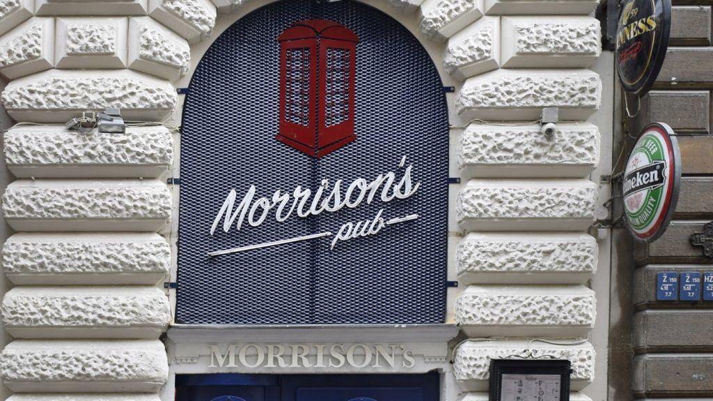 Budapest, 2016. november 26. A Morrison's Music Pub bejárata a VI. kerületi Révay utca 25-ben. MTVA/Bizományosi: Róka László  *************************** Kedves Felhasználó! Ez a fotó nem a Duna Médiaszolgáltató Zrt./MTI által készített és kiadott fényképfelvétel, így harmadik személy által támasztott bárminemû – különösen szerzõi jogi, szomszédos jogi és személyiségi jogi – igényért a fotó készítõje közvetlenül maga áll helyt, az MTVA felelõssége e körben kizárt.