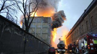 Budapest, 2018. március 7. Tûzoltók egy soroksári ezer négyzetméter alapterületû, ötszintes raktárépületnél, amely kigyulladt 2018. március 7-én. MTI Fotó: Mihádák Zoltán