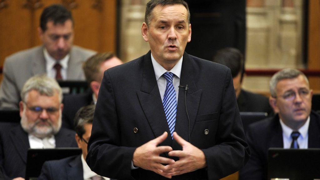 Budapest, 2017. október 30. Volner János, a Jobbik képviselõje interpellál az Országgyûlés plenáris ülésén 2017. október 30-án. MTI Fotó: Kovács Attila