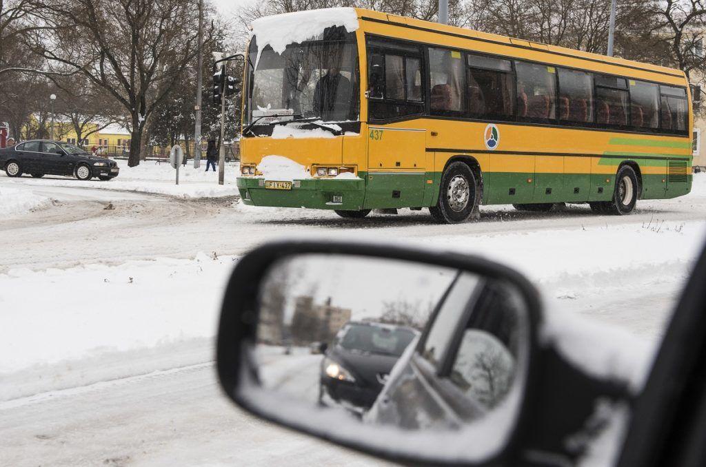 Nyíregyháza, 2018. március 18. Autók Nyíregyházán, a behavazott Északi körúton 2018. március 18-án. MTI Fotó: Balázs Attila