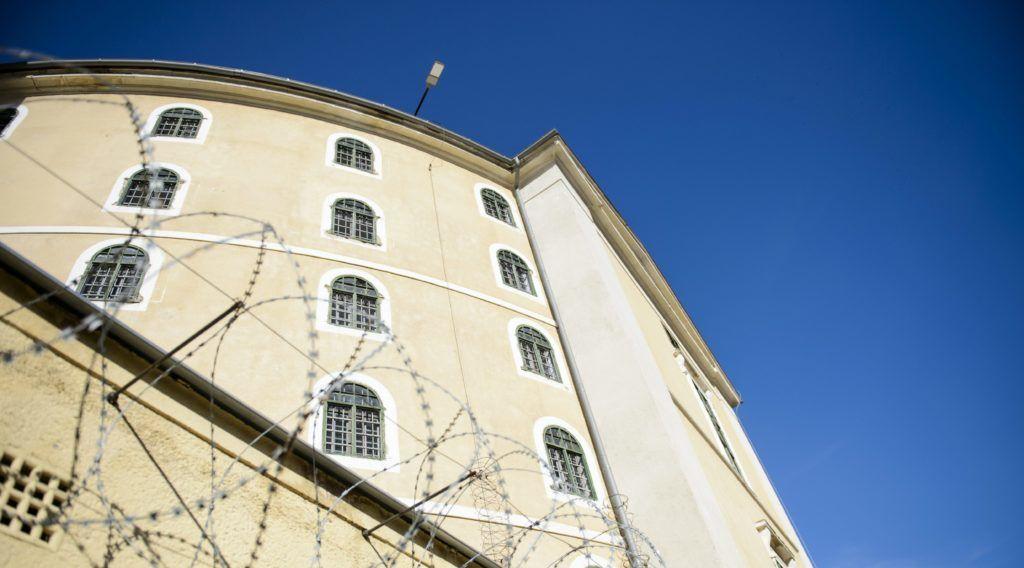 Balassagyarmat, 2015. október 27. A Balassagyarmati Fegyház és Börtön 2015. október 27-én. Lezárult az a csaknem hároméves bûnmegelõzési program, amelyben az ország 28 büntetés-végrehajtási intézetében 5700 elítélt vett részt, közülük 1200-an piacképes szakmát szereztek. MTI Fotó: Komka Péter