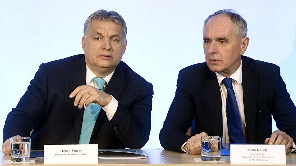 Veszprém, 2018. február 8.Orbán Viktor miniszterelnök (b) és Szita Károly, Megyei Jogú Városok Szövetségének elnöke, Kaposvár polgármestere (Fidesz-KDNP) a szövetség 51. közgyűlésén a veszprémi polgármesteri hivatalban 2018. február 8-án.MTI Fotó: Koszticsák Szilárd
