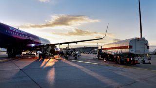 Budapest, 2017. október 31. A Wizz Air diszkont légitársaság Agadirba (Marokkó) közlekedõ elsõ járata, egy Airbus A320-as repülõgép tankol a Liszt Ferenc-repülõtéren 2017. október 31-én. MTI Fotó: Máthé Zoltán