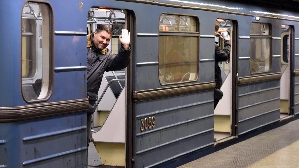 Budapest, 2017. november 4. Az utolsó, menetrend szerinti szerelvény indul Újpest-központ végállomásról Kõbánya-Kispest felé a 3-as metróvonal felújítása megkezdése elõtt 2017. november 3-án. Az Újpest-központ és a Lehel tér közötti szakasz felújítása várhatóan egy évig tart. MTI Fotó: Máthé Zoltán