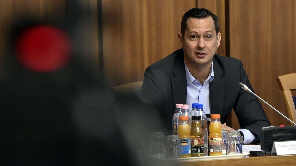 Budapest, 2018. február 8. Molnár Zsolt, az Országgyûlés nemzetbiztonsági bizottságának  MSZP-s elnöke a bizottság ülésén az Országgyûlés Irodaházában 2018. február 8-án. A fideszes és KDNP-s képviselõk nem vettek részt az ülésen, ezért az határozatképtelen volt. MTI Fotó: Máthé Zoltán