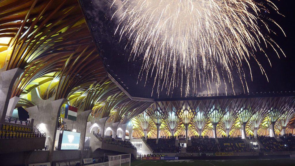 Felcsút, 2014. április 21.Tűzijáték a Puskás Akadémia felcsúti stadionja, a Pancho Aréna nyitóünnepségének végén 2014. április 21-én.MTI Fotó: Beliczay László