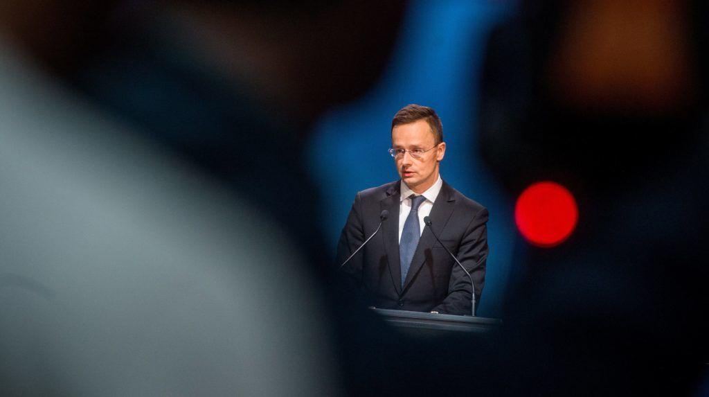Budapest, 2018. január 31. Szijjártó Péter külgazdasági és külügyminiszter sajtótájékoztatót tart a kormány illegális migrációval kapcsolatos döntéseirõl a Miniszterelnöki Kabinetirodában 2018. január 31-én. Ha az ENSZ migrációs csomagjának elsõ tervezetében nem lesz elmozdulás Magyarország álláspontja felé, elindítják Magyarország kilépési folyamatát a tárgyalássorozatból. MTI Fotó: Balogh Zoltán