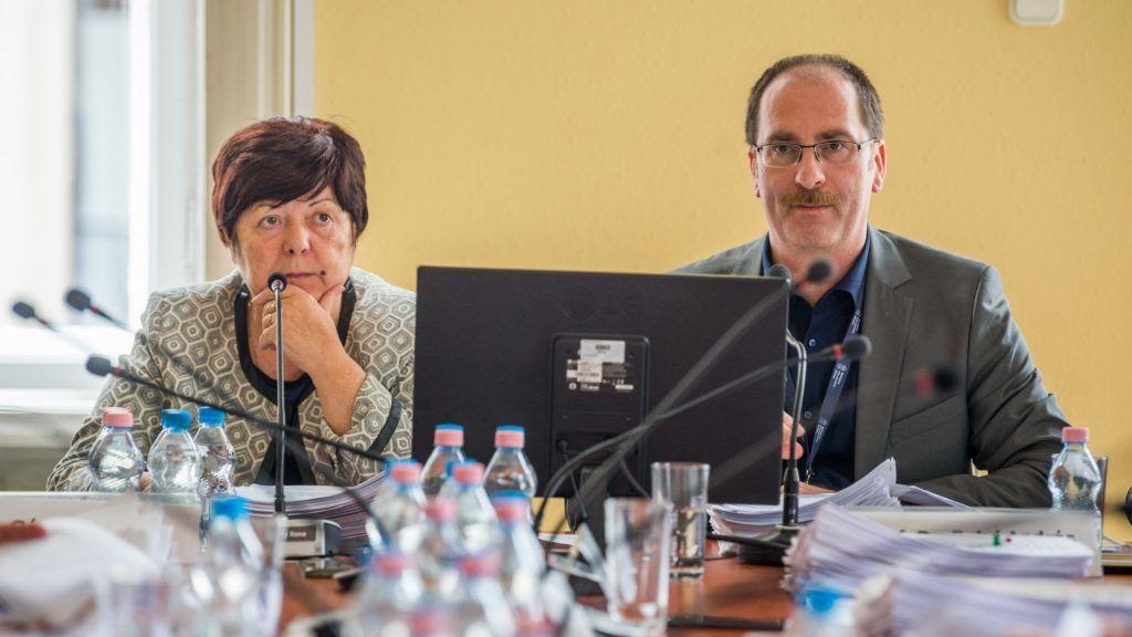 Budapest, 2018. március 9. Patyi András, a Nemzeti Választási Bizottság (NVB) elnöke és Pálffy Ilona, a Nemzeti Választási Iroda (NVI) vezetõje a testület ülésén Budapesten az NVI székházában 2018. március 9-én. MTI Fotó: Balogh Zoltán