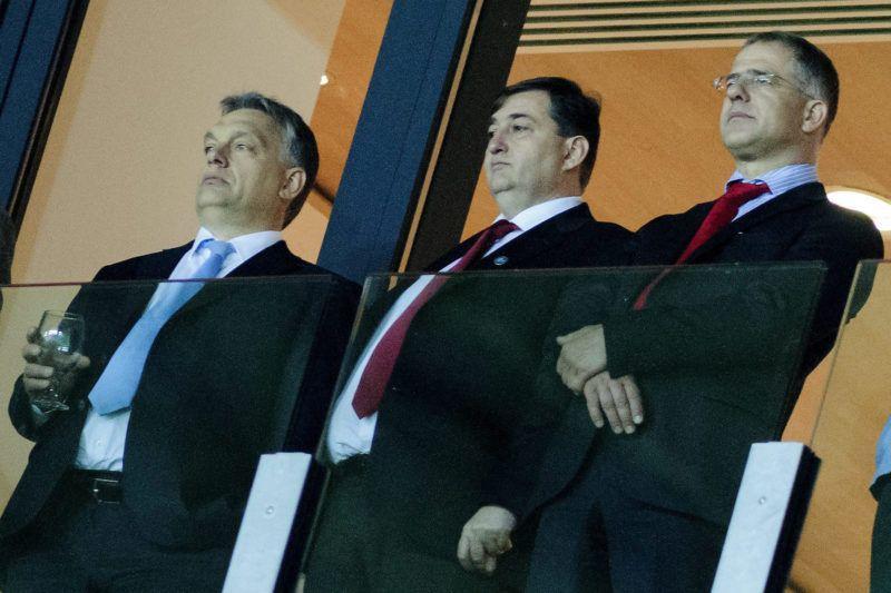 Debrecen, 2014. május 1.Orbán Viktor miniszterelnök, Mészáros Lőrinc, a Puskás Akadémia elnöke, Kósa Lajos, Debrecen Fideszes polgármestere és Kubatov Gábor, az FTC elnöke (b-j) a debreceni Nagyerdei Stadion avatóünnepségén 2014. május 1-jén.MTI Fotó: Czeglédi Zsolt