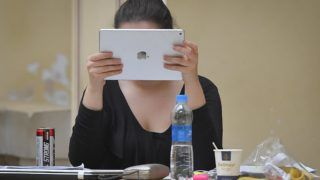 Debrecen, 2018. január 9. Hallgató tanul a vizsgára a Debreceni Egyetem fõépületében 2018. január 9-én. Az intézményben február közepéig tart a vizsgaidõszak. MTI Fotó: Czeglédi Zsolt