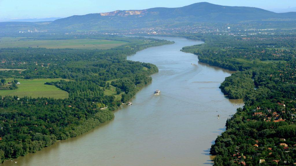 Göd, 2010. augusztus 17. A Duna látképe északi irányban Szigetmonostor és Göd térsége felõl. A háttérben Vác látható. MTI Fotó: H. Szabó Sándor