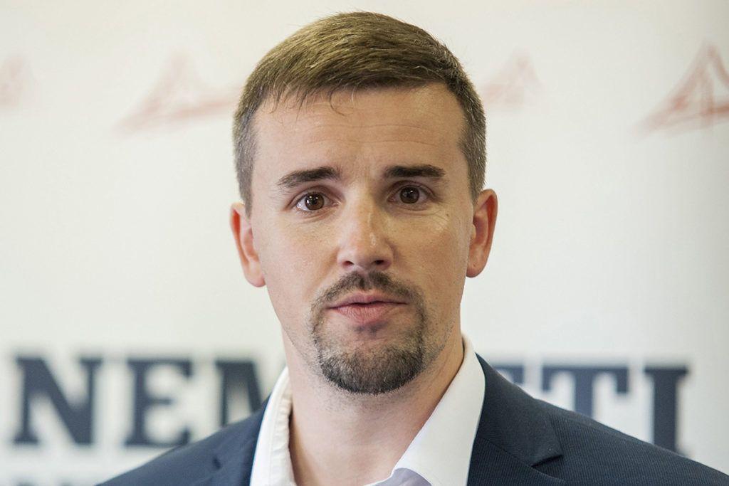 Dunakiliti, 2016. szeptember 8.Jakab Péter, a Jobbik egyik új szóvivője a párt dunakiliti sajtótájékoztatóján 2016. szeptember 8-án.MTI Fotó: Krizsán Csaba