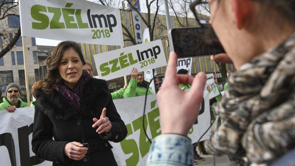Budapest, 2018. március 28. Szél Bernadett, az LMP miniszterelnök-jelöltje sajtótájékoztatót tart Az LMP-nek minden család számít! címmel a budapesti Blaha Lujza téren 2018. március 28-án. MTI Fotó: Mónus Márton