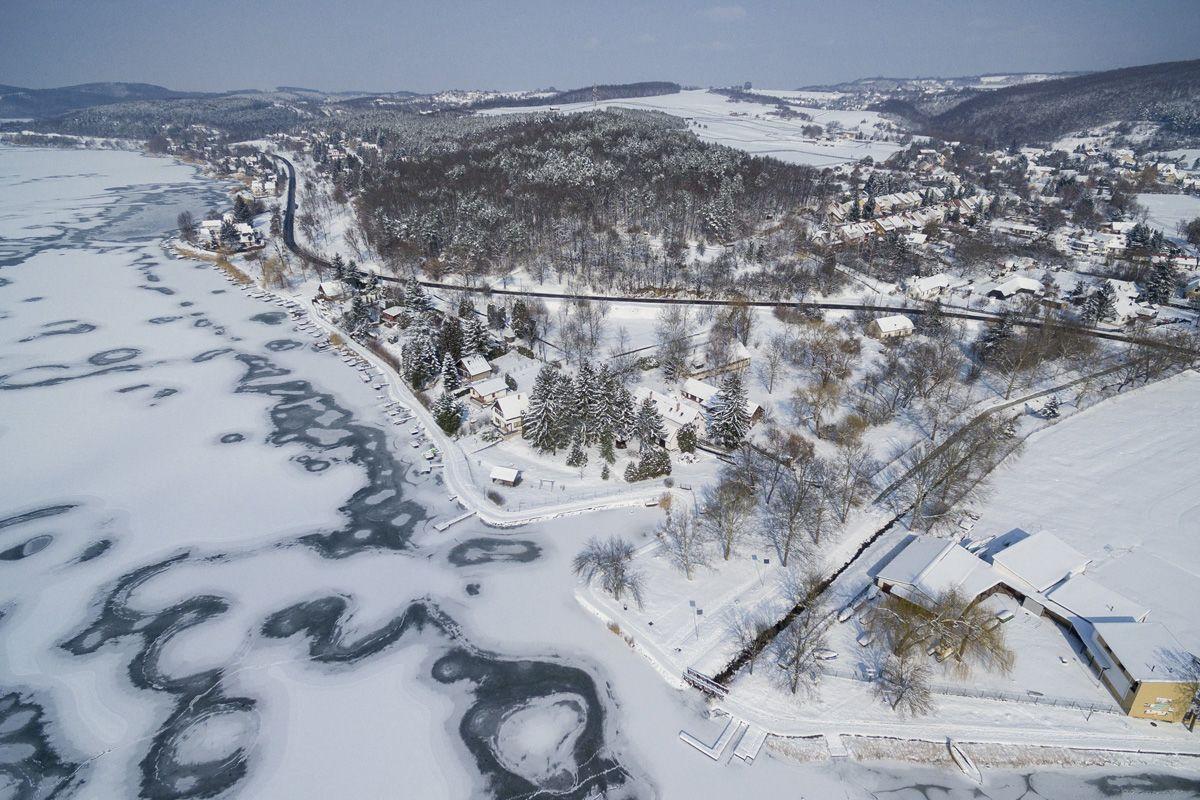 Orfű, 2018. február 28.A befagyott Pécsi-tó Orfűn 2018. február 28-án.MTI Fotó: Sóki Tamás