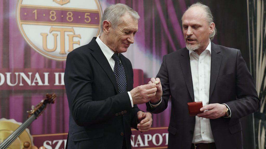Újpesten köszöntötték a 75 éves Dunai Antalt