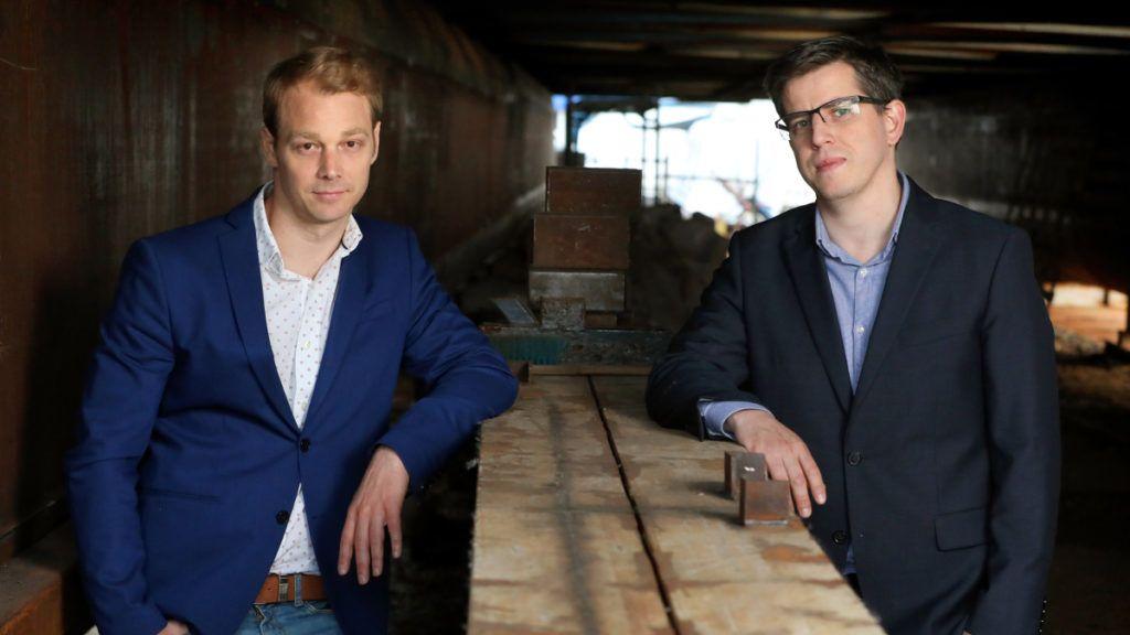 Faix Csaba (bal odalon) és Manhalter Dániel (jobbra)