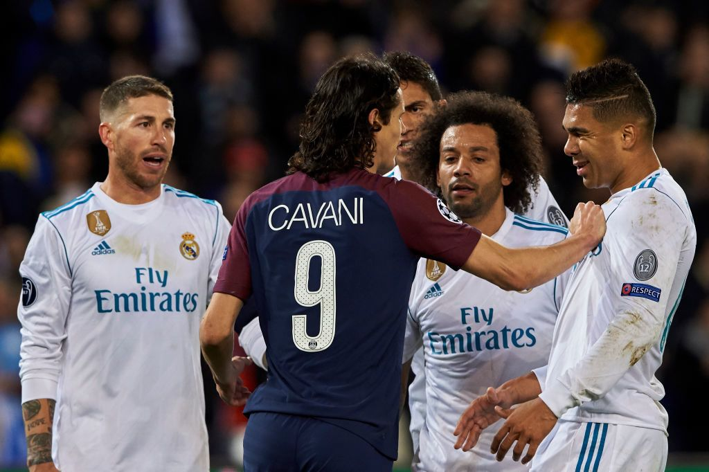 PARIS, FRANCE - MARCH 06:  Edinson Cavani of Paris Saint-Germain pushes Carlos Casemiro of Real Madrid during the UEFA Champions League Round of 16 Second Leg match between Paris Saint-Germain and Real Madrid at Parc des Princes on March 6, 2018 in Paris, France.  (Photo by Manuel Queimadelos Alonso/Getty Images)