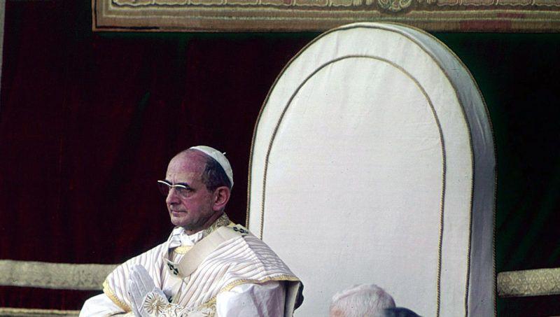 Cite du vatican, 30/06/1963 ceremonie de couronnement du pape Paul (Paolo) VI, pres de lui les cardinaux Alfredo Ottaviani,  Enrico Dante et Alberto di Jorio - Photographie ©Farabola/Leemage