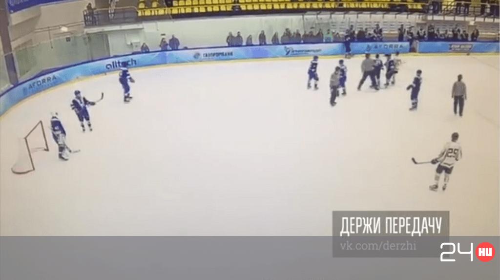 Nem volt elégedett a bíróval az orosz hokis, ezért kiütötte – videó