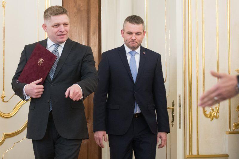 Pozsony, 2018. március 15. Robert Fico szlovák miniszterelnök (b) a helyettesével, Peter Pellegrinivel benyújtja lemondását Andrej Kiska államfõnek Pozsonyban 2018. március 15-én. (MTI/EPA/Jakub Gavlak)