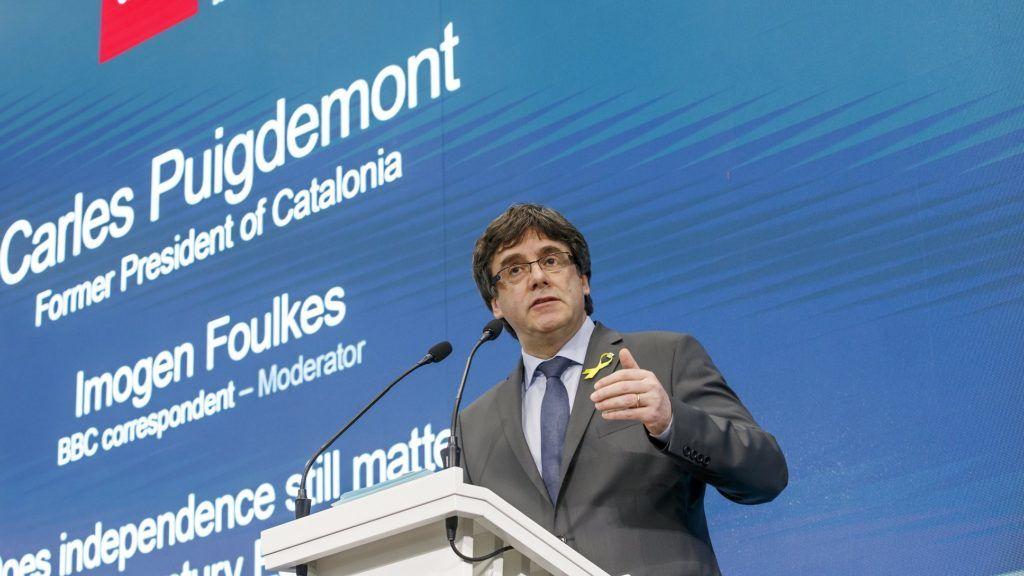 Genf, 2018. március 21. Carles Puigdemont leváltott katalán elnök beszél a Számít-e még a függetlenség a 21. századi Európában? címû panelbeszélgetésen Genfben 2018. március 21-én. (MTI/EPA/Salvatore Di Nolfi)
