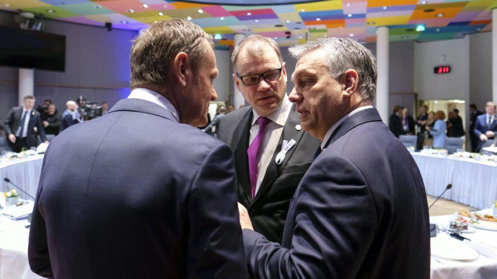 Brüsszel, 2018. március 23. Donald Tusk, az Európai Tanács elnöke, Juha Sipila finn kormányfõ és Orbán Viktor miniszterelnök (b-j) az Európai Unió tagállamai kétnapos állam- és kormányfõi csúcstalálkozójának második napi ülésén Brüsszelben 2018. március 23-án. (MTI/EPA pool/Olivier Hoslet)