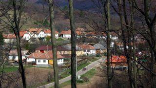 Komlóska polgármestere: A Fidesz kivégzi a falvakat