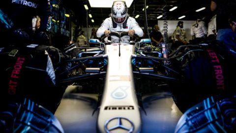Lewis Hamilton már most elkezdett panaszkodni