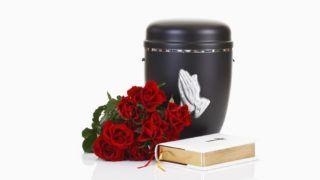 Bestattungsurne, Urne aus Metall mit betenden Händen, weisse Bibel, Rote Rosen
