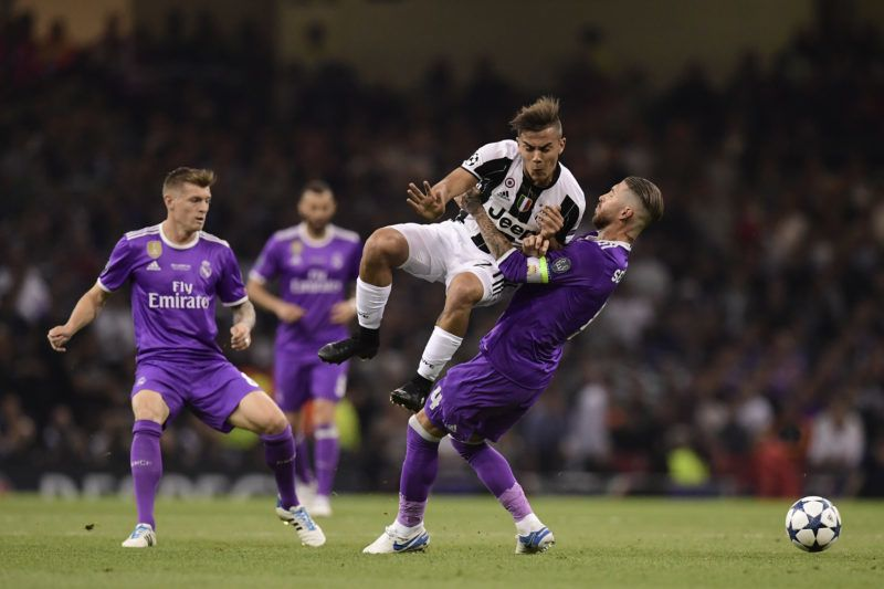 Juventus' Argentinian striker Paulo Dybala (2nd R) vies with Real Madrid's Spanish defender Sergio Ramos (R) during the UEFA Champions League final football match between Juventus and Real Madrid at The Principality Stadium in Cardiff, south Wales, on June 3, 2017. / AFP PHOTO / JAVIER SORIANO