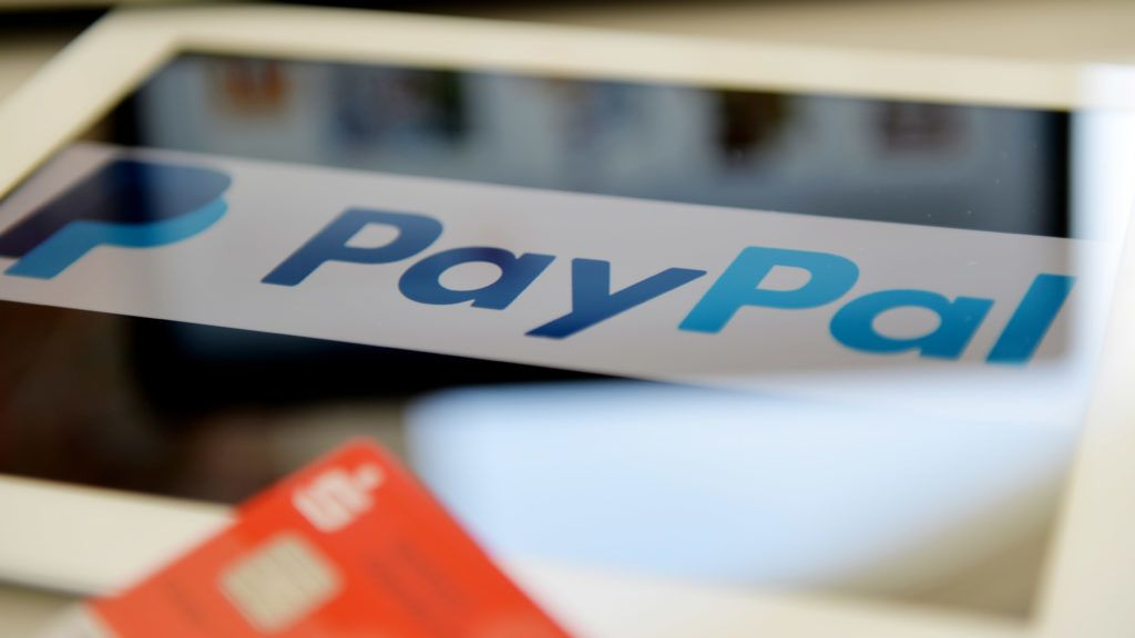 ILLUSTRATION - The logo of online payment system Paypal on the screen of an apple i pad, Germany, 21. April 2016. Photo: Frank May
