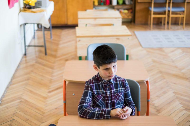 Egy kis békési faluban, Gerendáson  Zsóriné Hocz Anikó amikor meghallotta, hogy Balázs az osztályába érkezik, 30 éves tanítói pályával a háta mögött nekiállt megtanulni a Braille-írást, és felkutatta azokat a módszereket, amikkel képes lesz tanítani a vak fiút. Balázs nagyon jó tanuló, az osztály példaképe, és a tanárnő hatására író szeretne lenni, ha felnő. A tanítónő szerint egy csoda, ami vele történt és később látássérült gyerekekkel szeretne foglalkozni. A képek 2018. április 12-én készültek