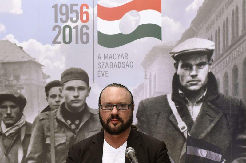 Budapest, 2016. július 12.Desmond Child a Terror Háza Múzeumban tartott sajtótájékoztatón 2016. július 12-én. A következő két napban veszik fel az 1956-os forradalom és szabadságharc emlékévének hivatalos dalát, amelynek zenéjét a magyar származású énekes, producer, dalszövegíró jegyzi.MTI Fotó: Bruzák Noémi