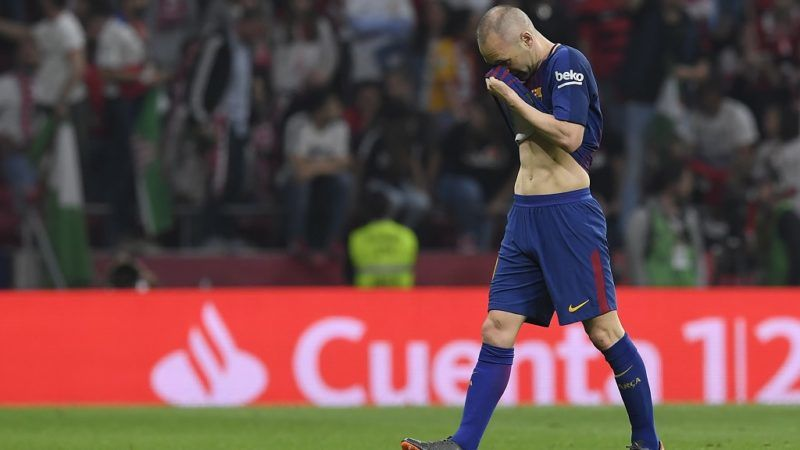 Barcelona's Spanish midfielder Andres Iniesta leaves the field during the Spanish Copa del Rey (King's Cup) final football match Sevilla FC against FC Barcelona at the Wanda Metropolitano stadium in Madrid on April 21, 2018.  / AFP PHOTO / LLUIS GENE