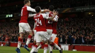 Arsenal's French striker Alexandre Lacazette celebrates with teammates after scoring the opening goal of the UEFA Europa League first leg semi-final football match  between Arsenal and Atletico Madrid at the Emirates Stadium in London on April 26, 2018.  / AFP PHOTO / IKIMAGES / Ian KINGTON