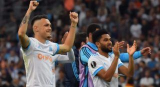 Marseille's Argentinian forward Lucas Ocampos (L) and Marseille's French defender Jordan Amavi celebrate their victory at the end of the UEFA Europa League first-leg semi-final football match between Olympique de Marseille and FC Salzburg at the Velodrome Stadium in Marseille, southeastern France, on April 26, 2018. / AFP PHOTO / Pascal GUYOT
