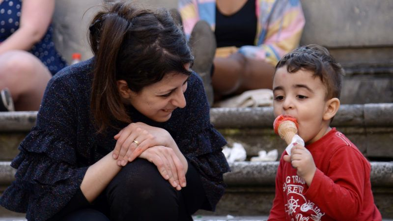 Riad, 3, a young Syrian refugee, eats an ice-cream with his mother Nour (L) on April 5, 2017 in central Rome. Nour, her husband and her son were taken care by the catholic association of Sant' Egidio after being choosen by Pope Francis along with others refugees in the Greek island of Lesbos during his visit to a refugee camp one year ago.      / AFP PHOTO / FILIPPO MONTEFORTE