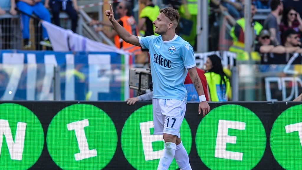 Ciro Immobile celebrates after score goal 4-0 during the Italian Serie A football match between S.S. Lazio and U.S. Sampdoria at the Olympic Stadium in Rome, on april 22, 2018. (Photo by Silvia Lore/NurPhoto)