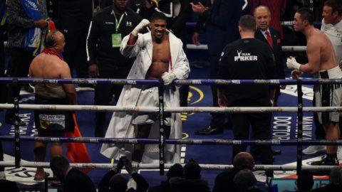 A szemünk láttára íródik a boksztörténelem