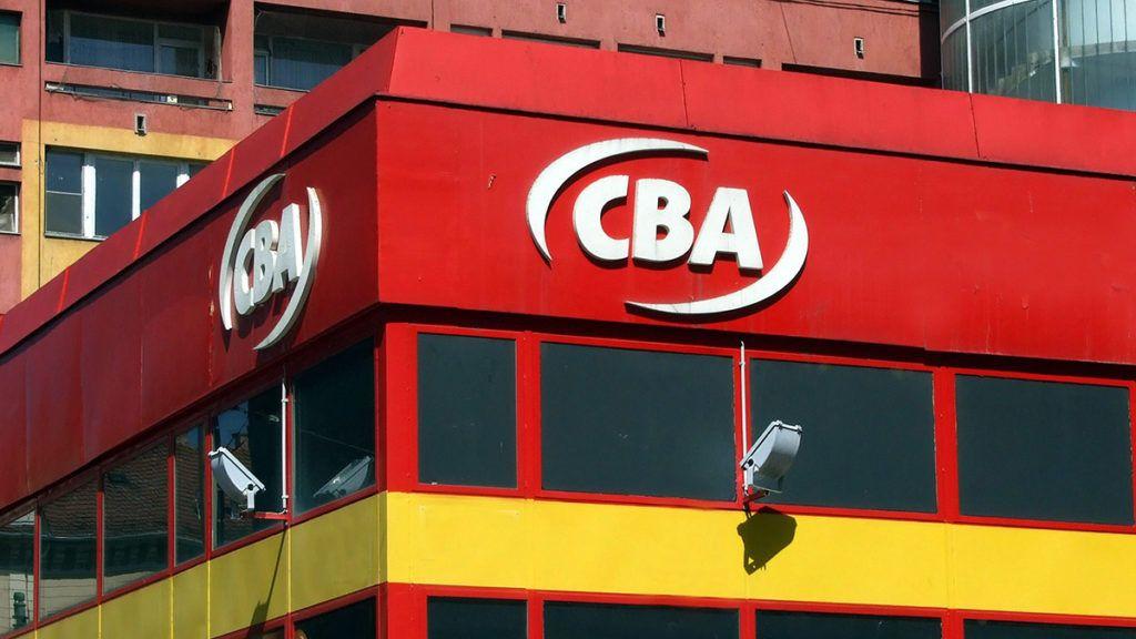 Szeged, 2015. április 22.A CBA Kereskedelmi Kft. magyar kereskedelmi üzletlánc modern áruházának névfelirata a Károlyi és a Feketesas utca sarkán.MTVA/Bizományosi: Jászai Csaba ***************************Kedves Felhasználó!Az Ön által most kiválasztott fénykép nem képezi az MTI fotókiadásának, valamint az MTVA fotóarchívumának szerves részét. A kép tartalmáért és a szövegért a fotó készítője vállalja a felelősséget.