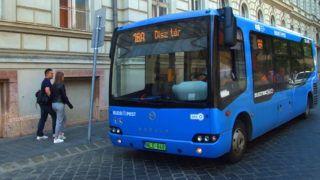 Budapest, 2017.május 15. Török gyártmányú, elektromotoros meghajtású, környezetkímélõ autóbusz a BKK 16A vonalának egyik megállójában a régi Országház épületénél a budai Várban. MTVA/Bizományosi: Jászai Csaba  *************************** Kedves Felhasználó! Ez a fotó nem a Duna Médiaszolgáltató Zrt./MTI által készített és kiadott fényképfelvétel, így harmadik személy által támasztott bárminemû – különösen szerzõi jogi, szomszédos jogi és személyiségi jogi – igényért a fotó készítõje közvetlenül maga áll helyt, az MTVA felelõssége e körben kizárt.