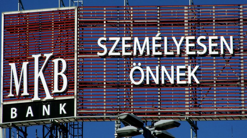 Budapest, 2018. január 30.Az MKB Bank nagy méretű reklámja a Nyugati tér egyik patinás régi lakóépületének homlokzatán.MTVA/Bizományosi: Jászai Csaba ***************************Kedves Felhasználó!Ez a fotó nem a Duna Médiaszolgáltató Zrt./MTI által készített és kiadott fényképfelvétel, így harmadik személy által támasztott bárminemű – különösen szerzői jogi, szomszédos jogi és személyiségi jogi – igényért a fotó készítője közvetlenül maga áll helyt, az MTVA felelőssége e körben kizárt.