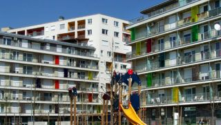 Budapest, 2018. április 11. Elõtérben az EU-szabvány szerint épült játszótér a City Home lakóparkban, a fõváros IX. kerületében a Vágóhíd, a Mester és a Máriássy utcák által határolt területen. Az oda épült és épülõ, összesen mintegy 1600 modern társasházi lakás egy részébe már beköltöztek a lakók. MTVA/Bizományosi: Jászai Csaba  *************************** Kedves Felhasználó! Ez a fotó nem a Duna Médiaszolgáltató Zrt./MTI által készített és kiadott fényképfelvétel, így harmadik személy által támasztott bárminemû – különösen szerzõi jogi, szomszédos jogi és személyiségi jogi – igényért a fotó készítõje közvetlenül maga áll helyt, az MTVA felelõssége e körben kizárt.