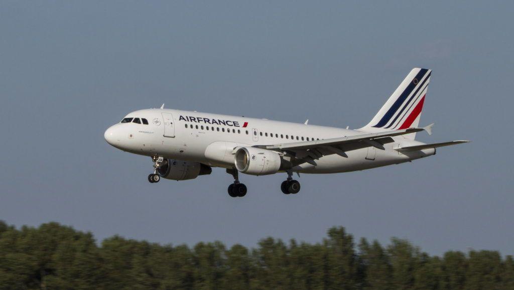 Budapest, 2017. augusztus 3. Az Air France légitársaság F-GRXM lajstromszámú, Airbus A319-111 típusú utasszállító repülõgépe végez leszállást a Liszt Ferenc Repülõtér 2-es kifutópályáján. MTVA/Bizományosi: Máté Attila  *************************** Kedves Felhasználó! Ez a fotó nem a Duna Médiaszolgáltató Zrt./MTI által készített és kiadott fényképfelvétel, így harmadik személy által támasztott bárminemû – különösen szerzõi jogi, szomszédos jogi és személyiségi jogi – igényért a fotó készítõje közvetlenül maga áll helyt, az MTVA felelõssége e körben kizárt.
