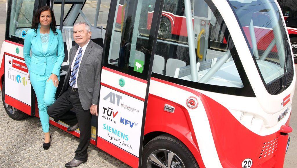 Präsentation des neuen selbstfahrenden Elektrobus der Wiener Linien mit StRIn Ulli Sima und Wiener Linien GF günter Steinauer.