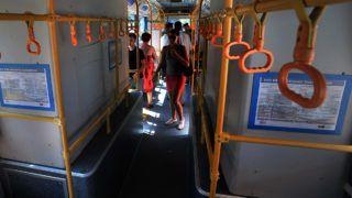 Budapest, 2012. július 11.BYD eBUS-12 típusú, elektromos hajtású autóbusz utastere. A Budapesti Közlekedési Központ (BKK) és a BKV több héten keresztül teszteli a kínai gyártmányú buszt, az utasok szerdától a dél-budai térségben, valamint a belvárosban vehetik majd igénybe az alternatív meghajtású járművet. Az eBUS-12 egy feltöltéssel 250 kilométer megtételére is képes, a jármű feleannyi energiát fogyaszt, mint egy hasonló méretű, dízel üzemű busz.MTI Fotó: Máthé Zoltán